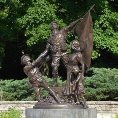 Wheaton, IL, Cantigny Park, World War One, Commemorative Statue (Mary Warren (7.9+ Million Views)) Tags: wheatonil cantignypark art sculpture bronze worldwarone soldiers statue