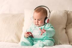 45/52² Música / Music (Xisco Bibiloni) Tags: ifttt 500px strobist 52project 52week 52weekproject iker music musica project project52 project52week ipod auriculares headphones baby bebe