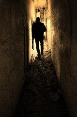 Entre sombras y escombros. (Ramirez de Gea) Tags: tokinaaf1224mmf4 monocromatico abandono