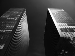_8134413-Modifica-1 (FloBue) Tags: summer sky blackandwhite building architecture estate sommer edificio himmel cielo architektur schwarzweiss modernarchitecture architettura duesseldorf biancoenero gebaeude 2015 blacksky mediahafen