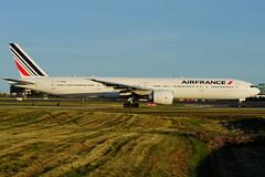 F-GZNI (Air France) (Steelhead 2010) Tags: boeing airfrance yyz freg b777 b777300er fgzni