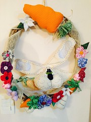 Guirlanda se Pscoa (Pina & Ju) Tags: flor artesanato fuxico feltro patchwork coelho pascoa tecido cenoura