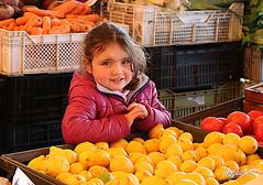Deep eyes at the Valdivian market! (mijailtario86) Tags: chile people frutas girl fruits beautiful eyes child market vegetable nia mercado ojos looks mirada iv valdivia mijail