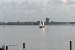 Onderonsje op het Gooimeer Explore 20151029 (Olga and Peter) Tags: nederland thenetherlands gooimeer zeilboot sailship fp1090145