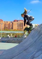 Patinadora en Vía Hispanidad, Zaragoza (eustoquio.molina) Tags: zaragoza skating sports street calle people gente chica