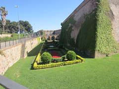"Jardines y Fortaleza de Montjuic • <a style=""font-size:0.8em;"" href=""http://www.flickr.com/photos/78328875@N05/22656520093/"" target=""_blank"">View on Flickr</a>"