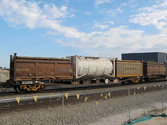 AQWY 30226 E with COR 5850 G and 22T6 CCTU 500021 5 and 22U6 COS 6120 Forrestfield WA 11.10.2015. (dvdlcs) Tags: cor cos colemans westrail wfx forrestfield ammoniumnitrate cctu tanktainer 22t6 aqwy wqcx 22u6