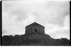 Port en Bessin (FdB-Argentique) Tags: bw army us war cemetary trix bunker ww2 normandie zenit bnw argentique trix400 argentic zenite
