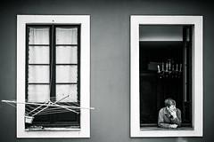 * (fertraban) Tags: mujer gijn ventanas venta tendal xixn simetra cimavilla asomada