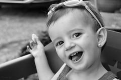 It's my chip! (Reto Alegría en Blanco y Negro) (Rusinès) Tags: blogdelfotógrafo reto retosemanal retoalegríaenblancoynegro girl nena niña child smile sonrisa somriure catalunya catalonia bdf bw blancoynegro blackandwhite nikon d3200 kit 1855mm