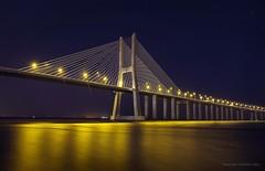 Vasco encendido3 (niripla) Tags: vascodegama bridge puente lisboa night nocturna noche luces light gold