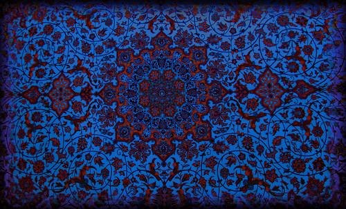 """Alfombras, espacios íntimos que simbolizan templos, árboles de la vida y el conocimiento, astros y paradisos. • <a style=""""font-size:0.8em;"""" href=""""http://www.flickr.com/photos/30735181@N00/31766539444/"""" target=""""_blank"""">View on Flickr</a>"""