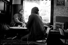 Café Bravo in Reykjavik (Agentur snapshot-photography) Tags: 011700 012300 bar bevölkerung blackwhite bw café effekt freizeit gastronomie iceland innen innenansicht innenaufnahme island kneipe leisure momentaufnahme personen recreational restaurant reykjavik schnappschuss schwarzweiss strassencafé studentencafé studentenkneipe sw szenekneipe isl