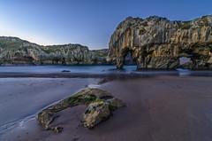 Playa de las Cuevas. (Amparo Hervella) Tags: playadelascuevasdelmar asturias españa spain noche nocturna paisaje mar agua estrella largaexposición d7000 nikon nikond7000 comunidadespañola wewanttobefree