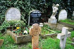 Highgate Cemetery, London (Demorte AdVitam) Tags: cemetery london highgate tombes grave england
