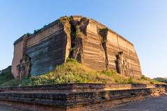 Mingun Pahtodawgyi (davidthegray) Tags: pagoda mingunpahtodawgyi mandalay myanmar sagaing sunset temple monastery birmania burma pahtodawgyi paya stupa zedi စစ်ကိုင်းမြို့ မင်းကွန်းပုထိုးတော်ကြ မန္တလေး minkun sagaingregion myanmarburma mm မင်းကွန်းပုထိုးတော်ကြီး