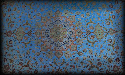 """Alfombras, espacios íntimos que simbolizan templos, árboles de la vida y el conocimiento, astros y paradisos. • <a style=""""font-size:0.8em;"""" href=""""http://www.flickr.com/photos/30735181@N00/32569481506/"""" target=""""_blank"""">View on Flickr</a>"""