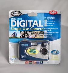 N° 1003 DAKOTA DIGITAL (2003) (maoby) Tags: pourpre dakota camera singleuse collection digital vintage old vieux