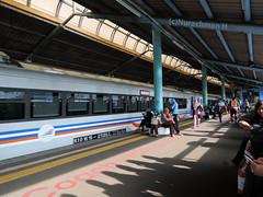 stasiun Juanda (Nurachman Hafizh) Tags: stasiun juanda statiion jakarta evening shadow eki people passanger blue biru malam bima