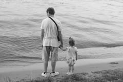 (13emilio) Tags: man beach girl kids río river russia moscow father daughter playa niña russian papá rusia hija ruso москва moscú россия rusa padresehijos canoneos100d canonef40mmf28stm