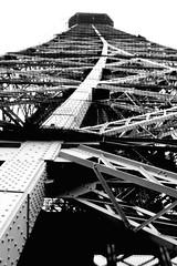 Je suis PARIS (finn-foto) Tags: paris latoureiffel eiffelturm linescurves nikonf801s