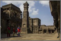 Morada del dios Shiv. (Fotocruzm) Tags: india asia krishna maharastra aurangabad ellora patrimoniomundialdelahumanidad hinduista rupiaindia fotocruzm religinhinduista templodekailash eltemplokailasa grutabudista diosshiv