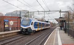 FLIRT 2213 te Arnhem Velperpoort (StefanvdW) Tags: flirt3 stadler ns sprinter flirt arnhem velperpoort trein zutphen edewageningen stel 2213 treinstel nieuw 7550
