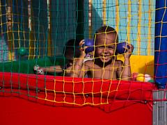 (gabrielherdina) Tags: criança brincadeira bolinha