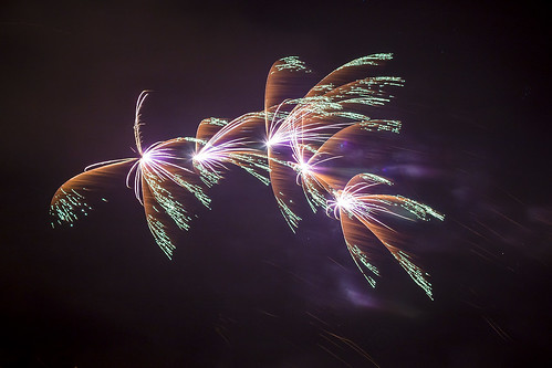 20170103_F0001: Multi-coloured fireworks explosions