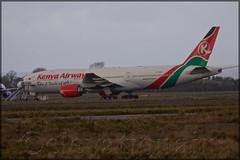 5Y-KQT Boeing 777-2U8ER Kenya Airways (elevationair ✈) Tags: shannon airport shannonairport snn einn ailiners airlines avgeek aviation airplane plane ireland countyclare kenya kenyaairways boeing 777 772 boeing7772u8er 5ykqt stored storedaircraft