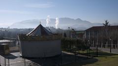 P1320023 (Jusotil_1943) Tags: barraca tiovivo feria humo paisaje oviedo montañas