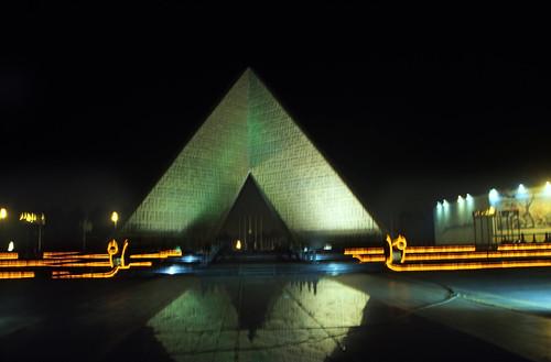 """Ägypten 1999 (674) Kairo: Grab des unbekannten Soldaten und Grab von Anwar as-Sādāt • <a style=""""font-size:0.8em;"""" href=""""http://www.flickr.com/photos/69570948@N04/32449979441/"""" target=""""_blank"""">View on Flickr</a>"""