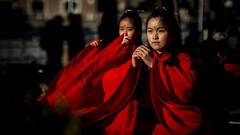 Focus (David Ramalho) Tags: focus dance chinese asian red performance street women beauty chinesenewyear portrait light people