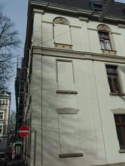 Tageslicht wird überbewertet (mkorsakov) Tags: wuppertal elberfeld haus house building gebäude fenster window zugemauert bricked wtf stuck
