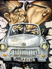 East Side Gallery (JVP pHoTOs) Tags: auto berlin car painting gallery grafitti open air side east berlinwall trabant berliner mauer eastsidegallery berlinermauer