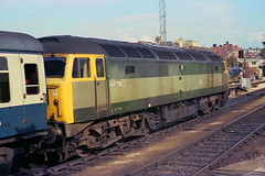 BR two-tone green. (Fray Bentos) Tags: train locomotive britishrailways class47 westernregion brushtype4 47152