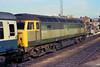 BR two-tone green. (Fray Bentos) Tags: train locomotive britishrailways class47 westernregion brushtype4 47152