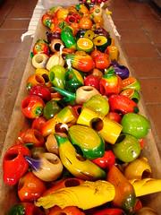 Los Colores de Mi Guate. (anita gt) Tags: frutas colors fruits guatemala sony colores dscp200 guate handcrafts souveniers sonydscp200 artesanas portaservilletas recuerditos mywinners