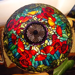 20in poppy top view (Doug Goodenough) Tags: lamp glass stained poppy handel tiffany stainedglasslamp tiffanylamp glasslamp art colorful flowers stainedglass douggoodenough shade drg531stainedglass drg531