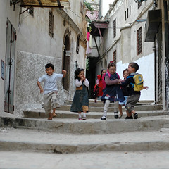 casbah children's (jam-L) Tags: life street algeria nikond70 moorish childrens 50mmf14 algiers alger  moresque lacasbah blackribbonicon