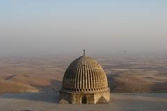 Mardın - Dome, lookıng out across Mesopotamian plaın to Syrıa - by CharlesFred