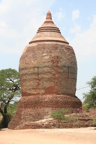Bagan Pagodas_20060421_021