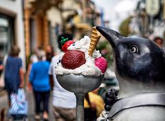 Gelati - a frosty invitation (Viareggio, Toscana, Italy) (DokuDoc) Tags: italien italy tuscany toscana hdr viareggio toskana streetofhouses strasenzug