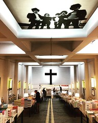 #Nanjing #librairie_avant_garde (bolbolaan) Tags: china square christ cross bookstore squareformat nanjing juno librarieavantgarde iphoneography instagramapp uploaded:by=instagram beautifulbookstores