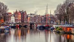 Oude Waal / Kromme Waal (Skylark92) Tags: nederland netherlands holland amsterdam noordholland centrum centre canal bridge boat boot woonboot gracht water oude kromme waal