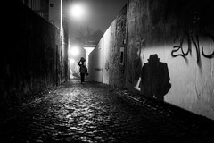 unintended street selfie... (Hendrik Lohmann) Tags: street streetphotography strassenfotografie strase nightshot night nikon df menschen people lisboa lissabon hendriklohmann