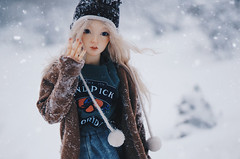 Snowfall II (AzureFantoccini) Tags: bjd doll abjd balljointeddoll supia supiadoll jiin snow snowing snowfall winter portrait
