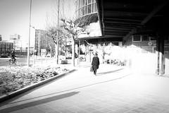 Overexposed  / Surexposée... (Gilderic Photography) Tags: surex froid liege belgium belgique belgie people street bw nb city overexposed gilderic canon 500d