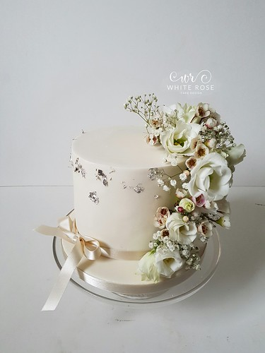 Single Tier Wedding Cake With Fresh Flowers By White Rose Cake