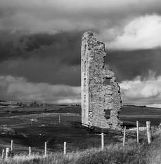 Dough Castle Ruins (^steiney^) Tags: ireland abandoned ruins lahinch countyclare lahinchgolfcourse doughcastle dumhachuichonchuir